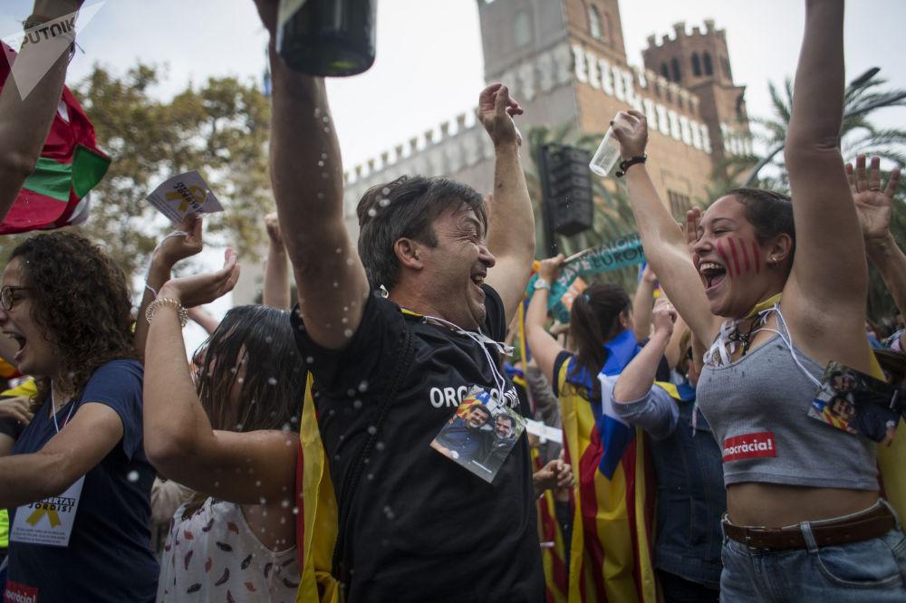مظاهرة لأنصار استقلال كتالونيا أمام مبنى البرلمان الكتالوني