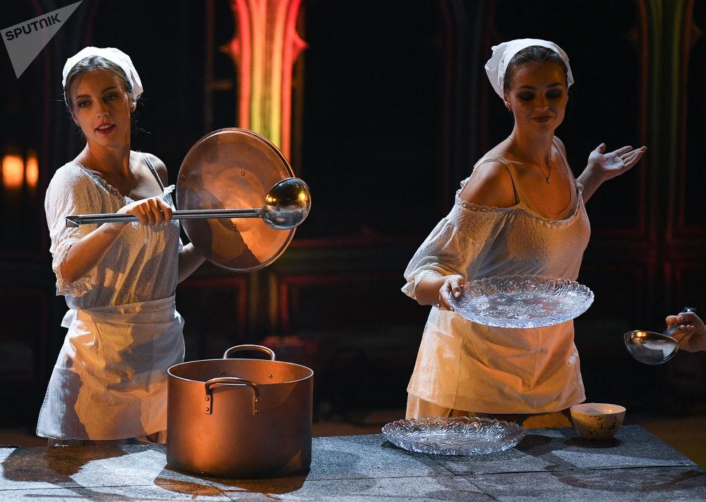 العرض الأول لمسرحية روميو وجولييتا في القصر الجليدي بموسكو