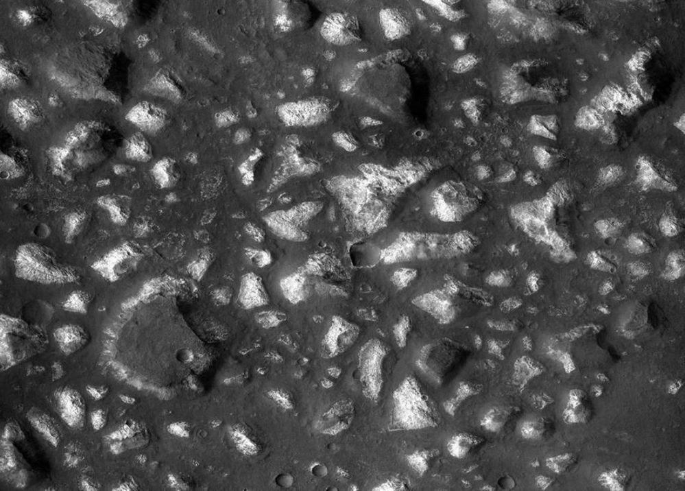 رواسب في أعماق البحار بمنطقة إريدان في كوكب المريخ، والتي يمكن أن تكون بمثابة مفتاح لمنشأ الحياة على كوكب الأرض