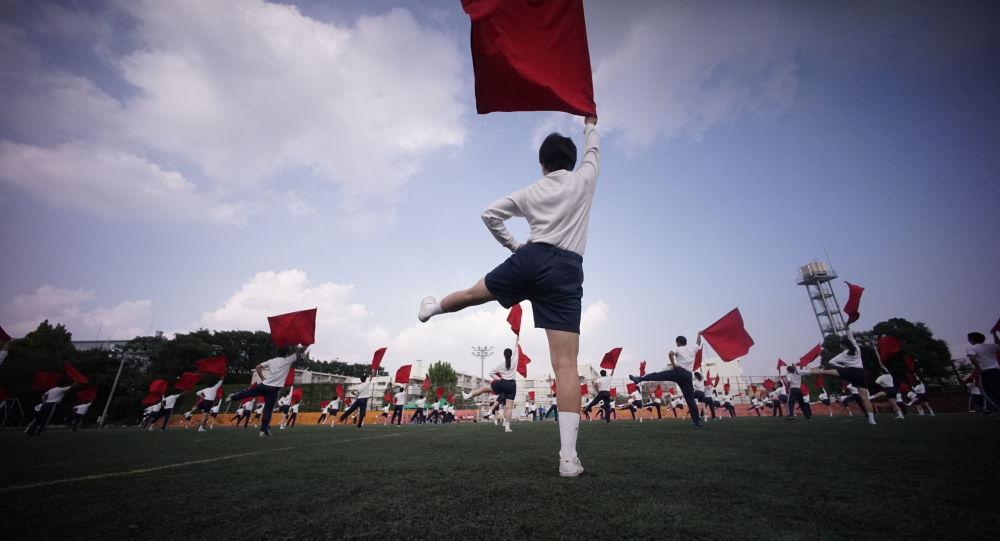 أحفاد الكوريين الذين جاءوا إلى اليابان خلال سنوات الإمبريالية، يستعدون لمناسبة احتفالية في مدرسة طوكيو، اليابان