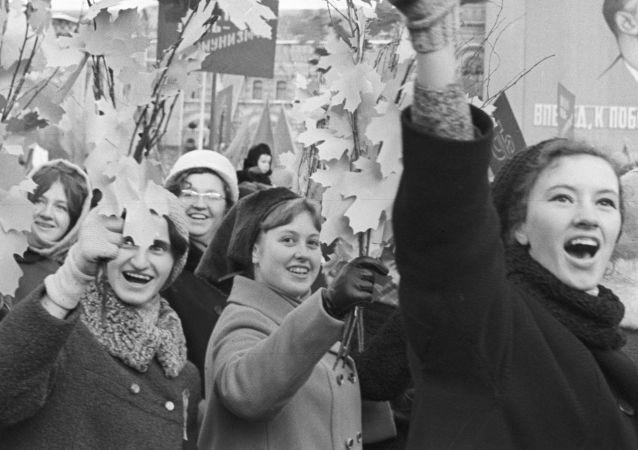 إحياء الذكرى الـ 52 لـ ثورة أكتوبر، 1917 على الساحة الحمراء في موسكو عام 1969