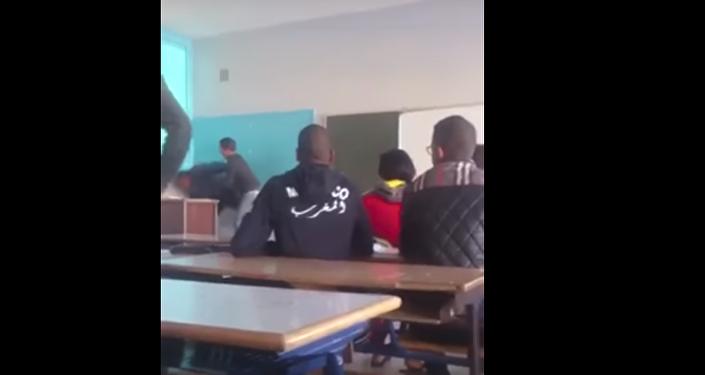 بالفيديو...طالب يعتدي بعنف شديد على أستاذه في المغرب