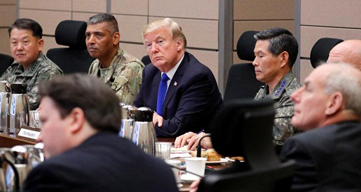 الرئيس الأمريكي دونالد ترامب خلال زيارته كوريا الجنوبية