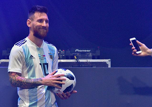 ميسي و كرة كأس العالم 2018 تليستار 18