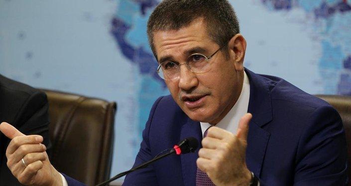 وزير الدفاع التركي نور الدين جانيكلي