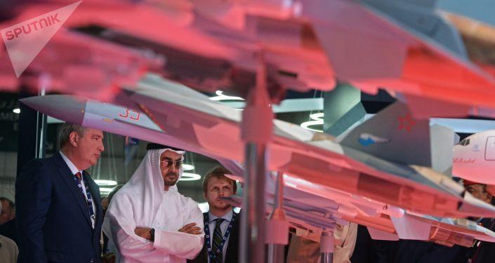 معرض دبي الجوي-الفضائي الدولي لعام 2017 (Dubai Airshow 2017) - نائب رئيس الوزراء الروسي، دميتري روغوزين والشيخ محمد بن زايد آل نهيان الفلاحي، ولي عهد أبو ظبي ونائب القائد الأعلى للقوات المسلحة ورئيس المجلس التنفيذي لإمارة أبو ظبي