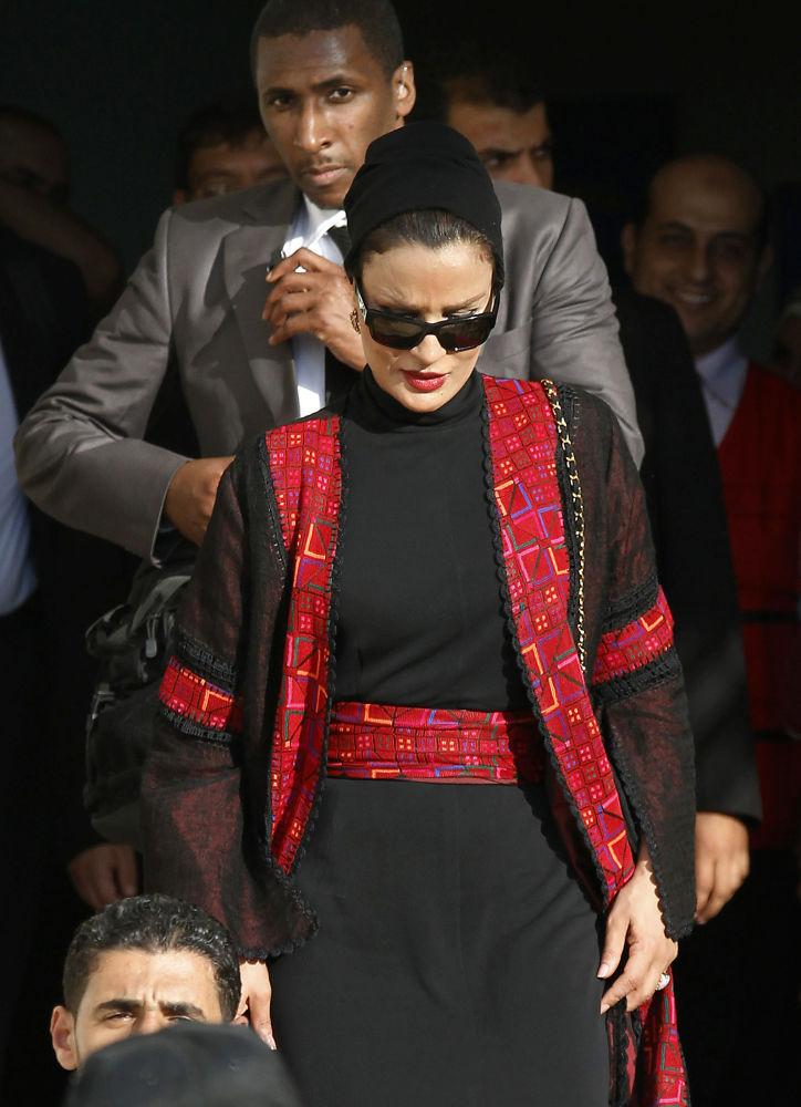 زوجة أمير قطرالشيخة موزا بنت ناصر المسند عند زيارتها لمؤسسة أطفالنا للصم في مدينة غزة، قطاع غزة، فلسطين 23 أكتوبر/ تشرين الأول 2012