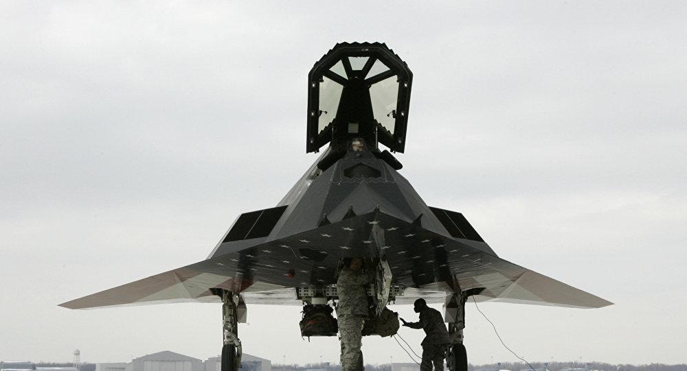 طائرة شبحية أمريكية إف 117
