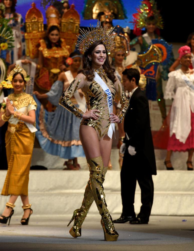 ملكة جمال ميس انترناشنال 2017 في طويكيو، اليابان 14 نوفمبر/ تشرين الثاني 2017 - ممثلة البرازيل برونا زاناردو