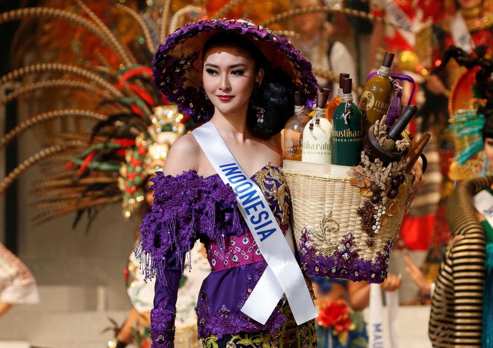 ملكة جمال ميس انترناشنال 2017 في طويكيو، اليابان 14 نوفمبر/ تشرين الثاني 2017 - ممثلة إندونيسيا كيفن ليليانا