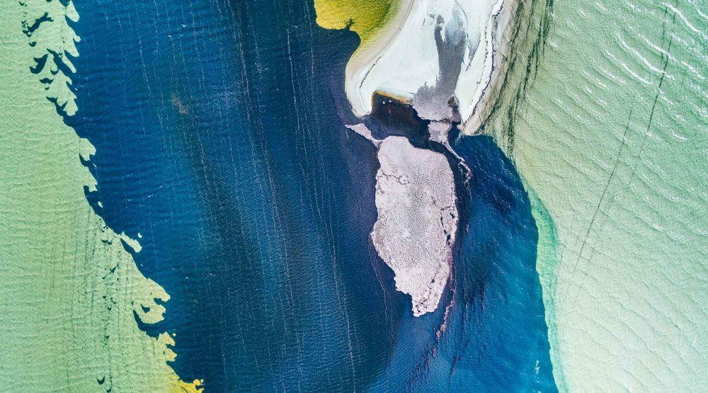 صورة دينيم الدنهام لخليج القرش في أستراليا، التي أنشئت في إطار مشروع الفن الجوي التجريدي