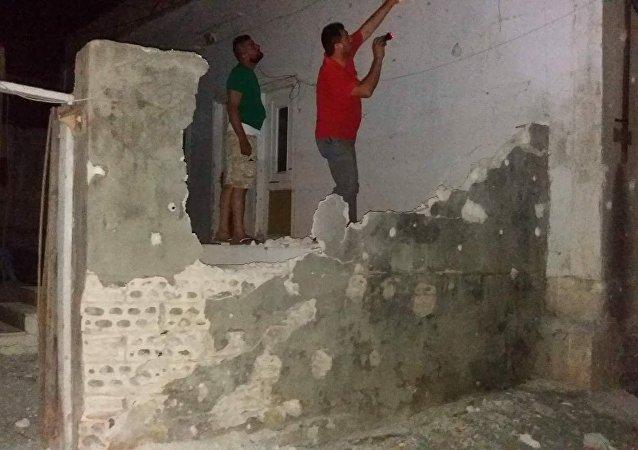المجموعات الإرهابية المسلحة تواصل من قصفها للأحياء السكنية بريف حماة الغربي.
