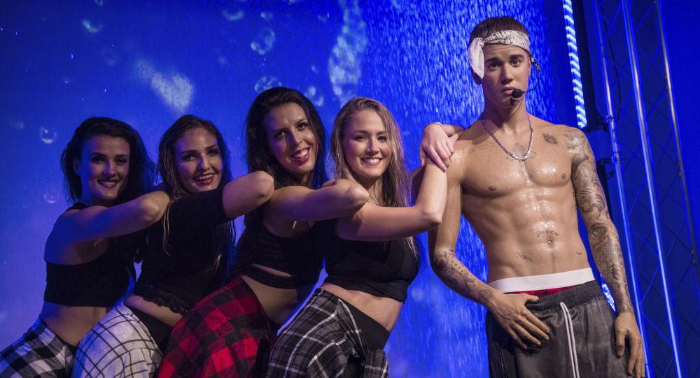 الأجور الأعلى بين المشاهير الشباب لعام 2017 وفقا لمجلة فوربس - تمثال من الشمع للمغني الكندي جاستن بيبر