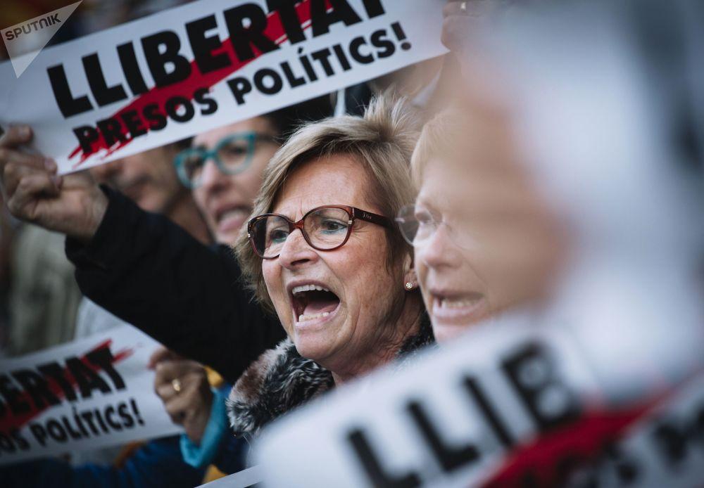 مظاهرات في برشلونة لتأييد استقلال كتالونيا