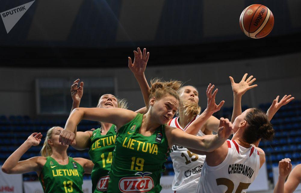 مباراة كرة السلة بين النساء - بين فريقي روسيا وليتواينا