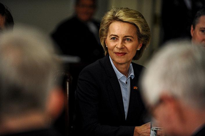 أورسولا فون در لاين، وزيرة دفاع ألمانيا