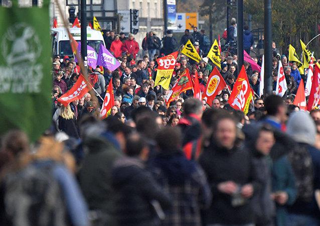 مظاهرات ضد ماكرون احتجاجا على قانون العمل