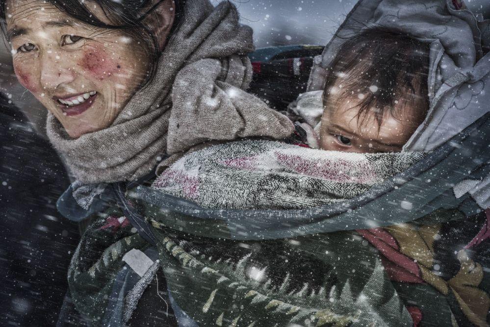 صورة بعناون حب الأم، للمصور فانغ لي، في فئة اللون العام