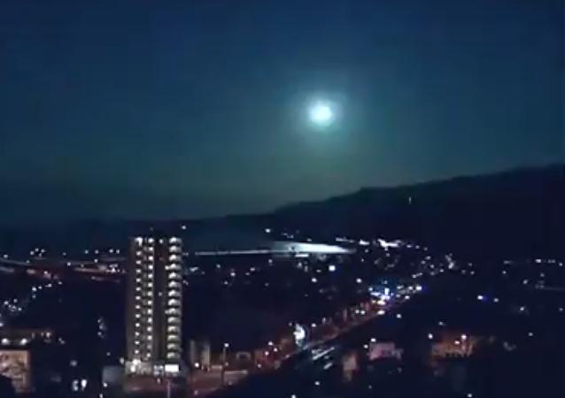 كرة نارية تضيء سماء اليابان