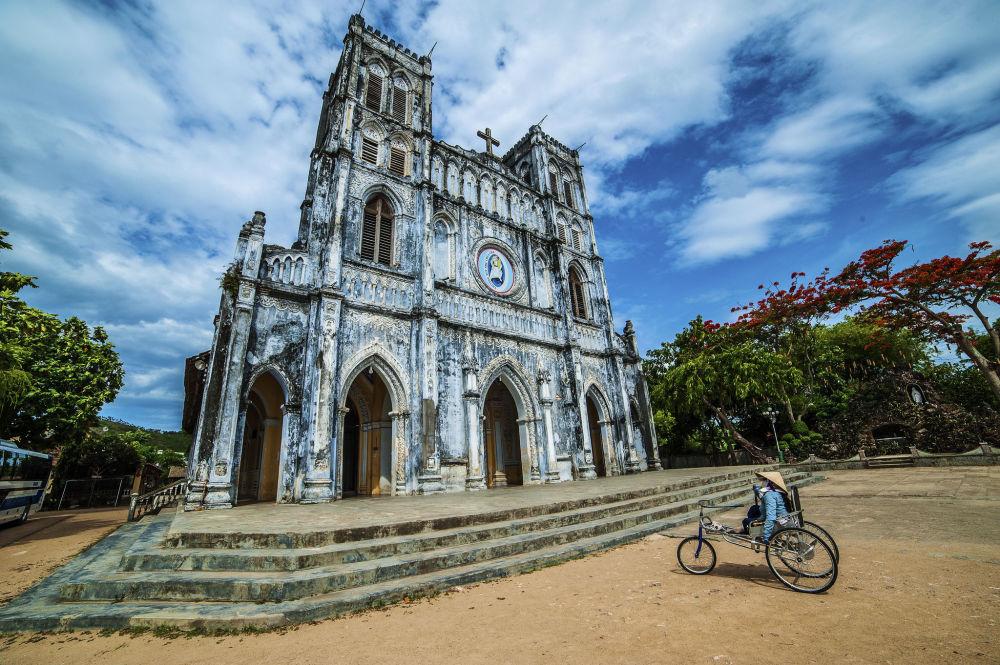 مسابقة التصوير التاريخي لهذا العام (Historic Photographer of the Year) - صورة بعنوان كنيسة مانغ لانغ، فيتنام، للمصور تران هانغ داو