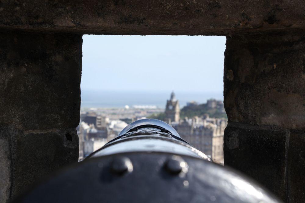 مسابقة التصوير التاريخي لهذا العام (Historic Photographer of the Year) - صورة بعنوان قلعة إدينبورغ، للمصور دارين كاستل