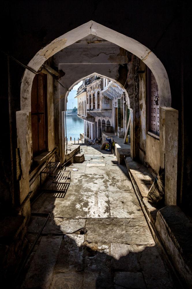 مسابقة التصوير التاريخي لهذا العام (Historic Photographer of the Year) - صورة بعنوان بوابة إلى البحيرة المقدسة، للمصور فيليب دي كاسترو هورتا هوفمان مارتينس