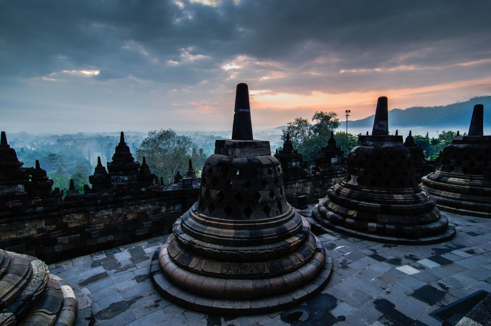 مسابقة التصوير التاريخي لهذا العام (Historic Photographer of the Year) -صورة بعنوان معبد بوروبودور، للمصور سواندي تشادرا
