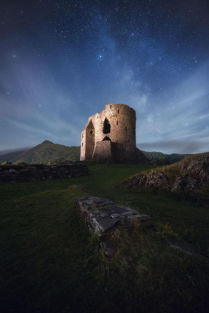مسابقة التصوير التاريخي لهذا العام (Historic Photographer of the Year) - صورة بعنوان قلعة دولبادارن، للمصور باول تيمبلينغ