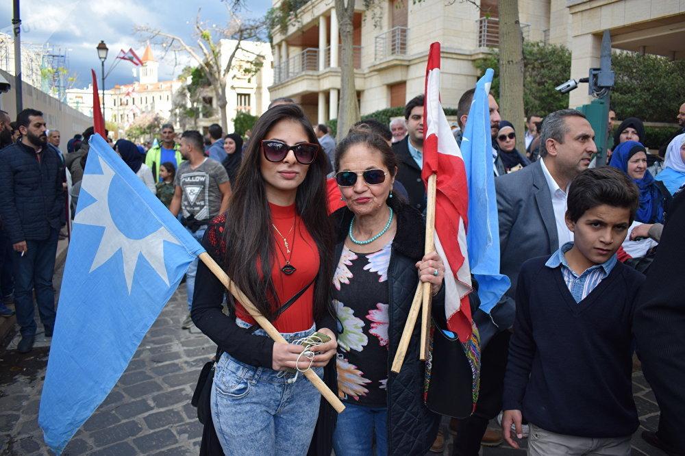 فيديو وصور...إحتفال حاشد للحريري بعد عودته إلى بيروت
