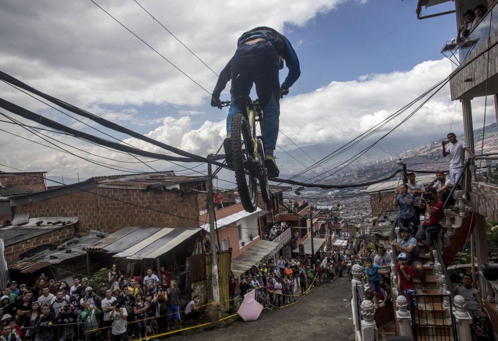 سباق ركوب الدراجات النارية المدنية في ميدلين، كولومبيا 19 نوفمبر/ تشرين الثاني 2017