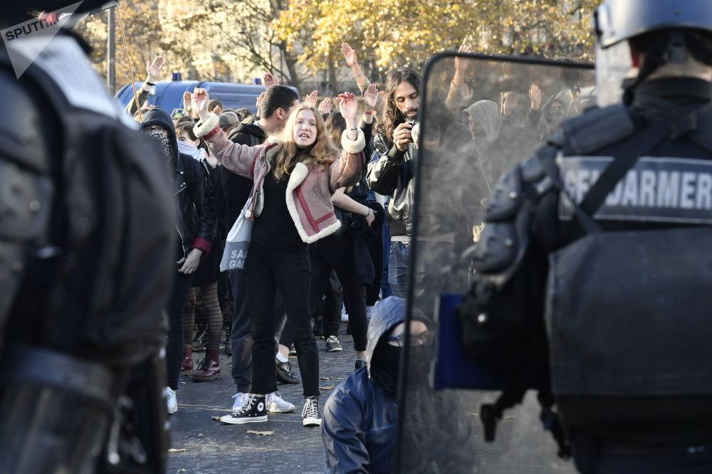 مظاهرات طلاب المدارس والجامعات ضد الاصحلات والتعديلات التي أدخلها الرئيس إيمانويل ماكرون في التعليم، باريس
