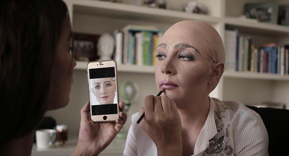 دمية تحاكي الروبوت صوفيا