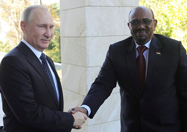 الرئيس السوداني عمر البشير والرئيس الروسي فلاديمير بوتين