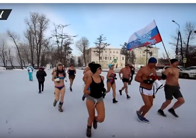 ماراثون البيكيني لهواة السباحة الشتوية