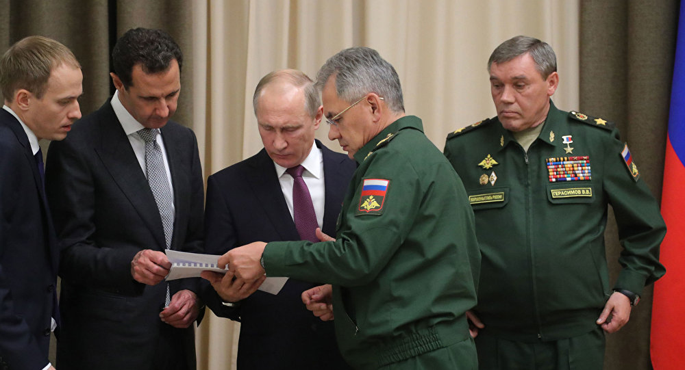 الرئيس فلاديمير بوتين والرئيش بشار الأسد خلال التعرف على الجنرالات القائمين على العملية العسكرية في سوريا، سوتشي، روسيا 20 نوفمبر/ تشرين الثاني 2017