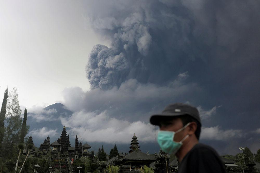 ثوران بركان أغونغ في بالي، إندونيسيا