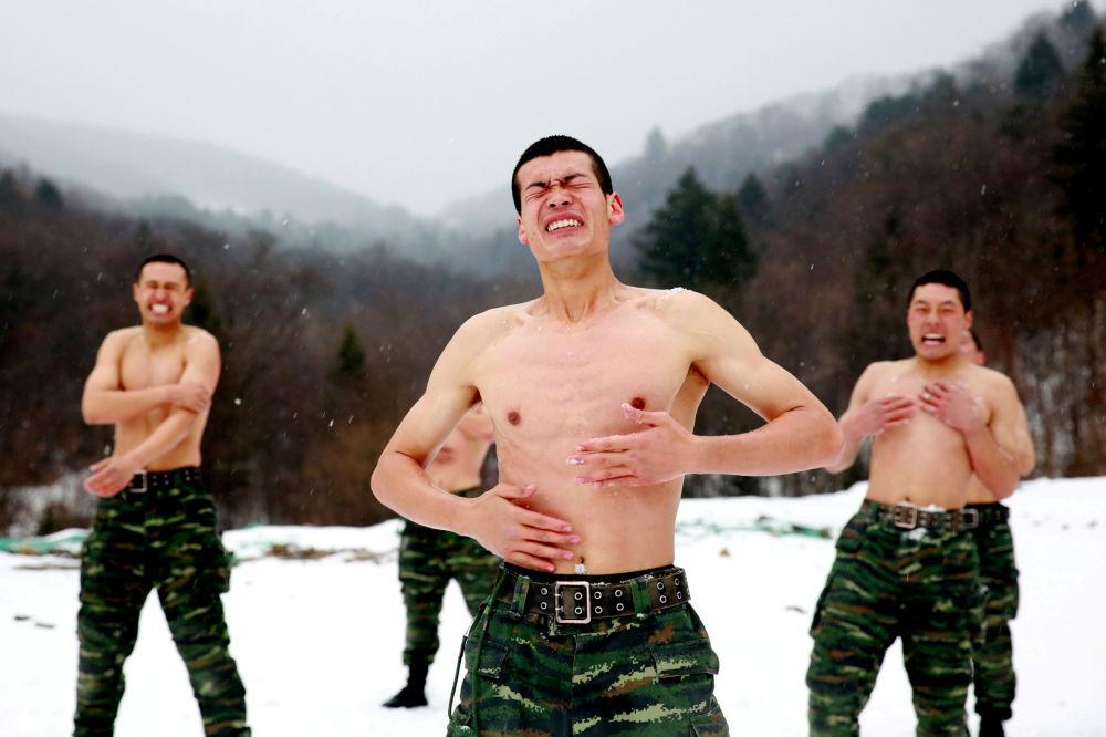 تدريب الجنود الصينيين  تحت درجة حرارة -25 بالقرب من مدينة تشانغتشون