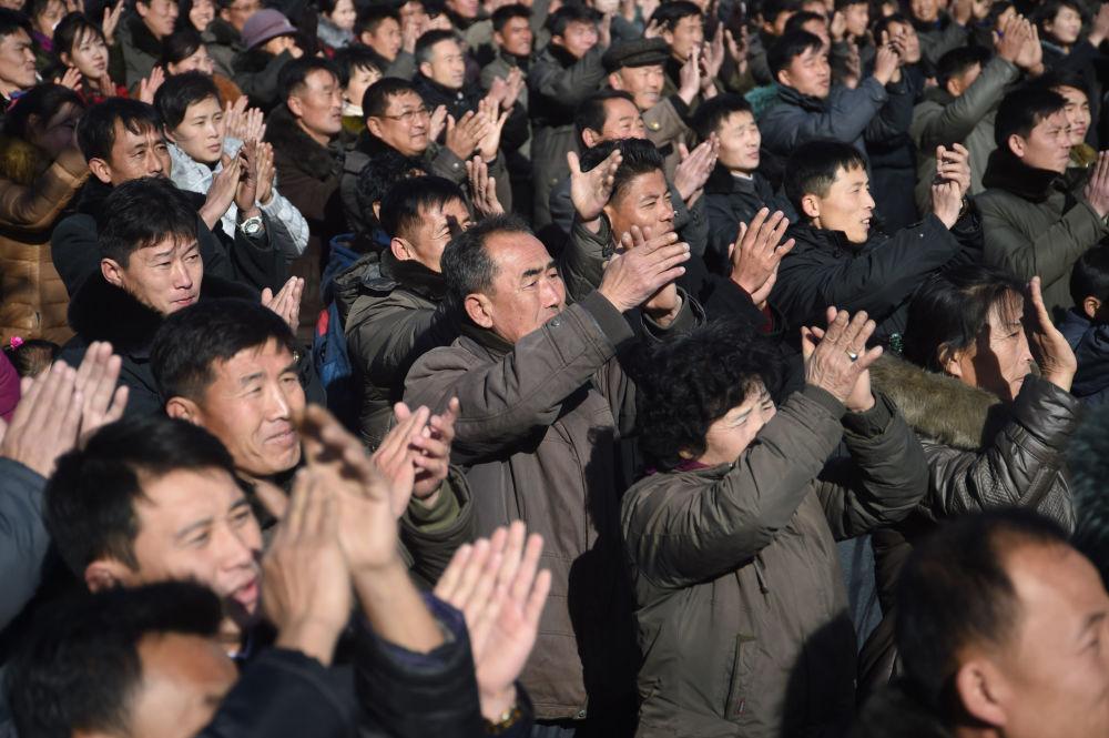 رد فعل سكان بيونغ يانغ على خبر إطلاق ناجح لصاروخ جديد عابر للقارات