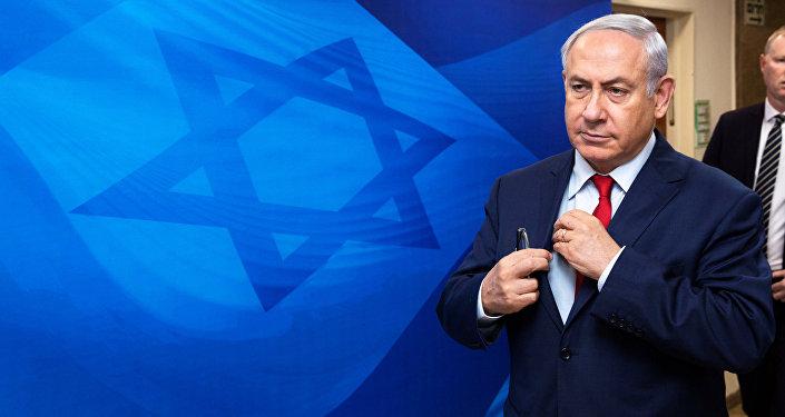 رئيس الوزراء الإسرائيلي بنيامين نتنياهو قبل بدء اجتماع الكابنيت الإسرائيلي في القدس، 3 ديسمبر/ كانون الأول 2017