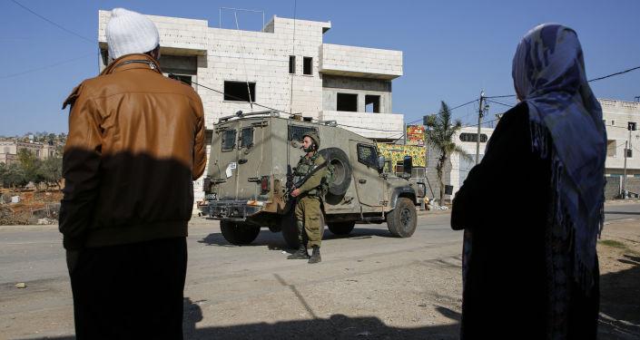 اشتباكات بين الشبان الفلسطينيين والشرطة الإسرائيلية بعد مقتل فلسطيني في قرية قصرة، الضفة الغربية، فلسطين 1 ديسمبر/ كانون الأول 2017