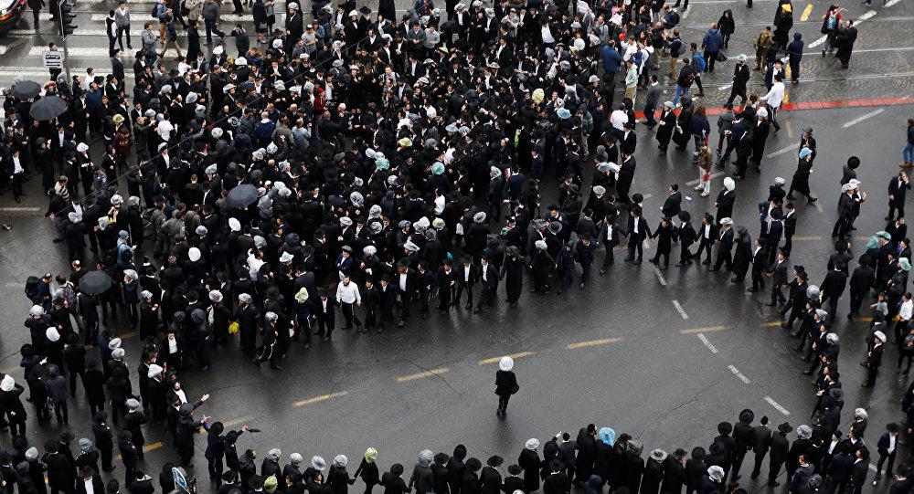 رجال اليهود المتشددين يحتجون في مظاهرة ضد التجنيد الاجباري في القدس، 26 نوفمبر/ تشرين الثاني 2017