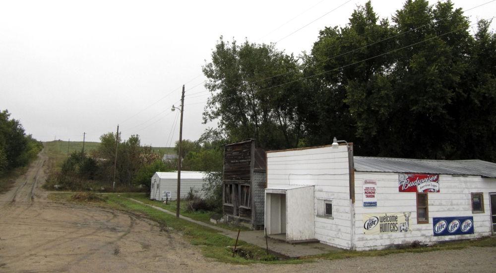 بلدة مونوي، الولايات المتحدة - ويسكنها شخص واحد اسمه إلسي إيلير.