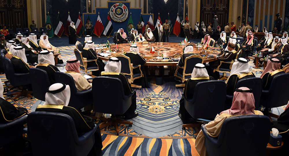 The arrival of GCC leaders to attend the Gulf summit ... and King Salman at the reception 1028139336