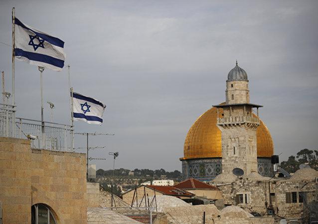 أعلام إسرائيلية على خلفية مسجد قبة الصخرة، القدس 5 ديسمبر/ كانون الأول 2017