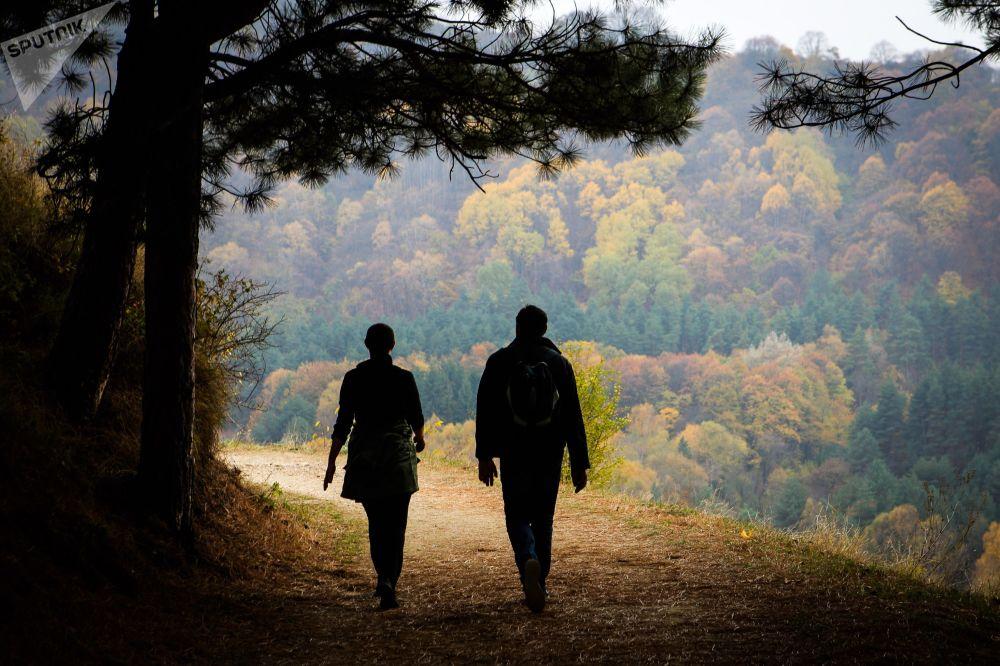 الزوار في الحديقة الوطنية كيسلوفودسك في منطقة ستافروبولسكي كراي