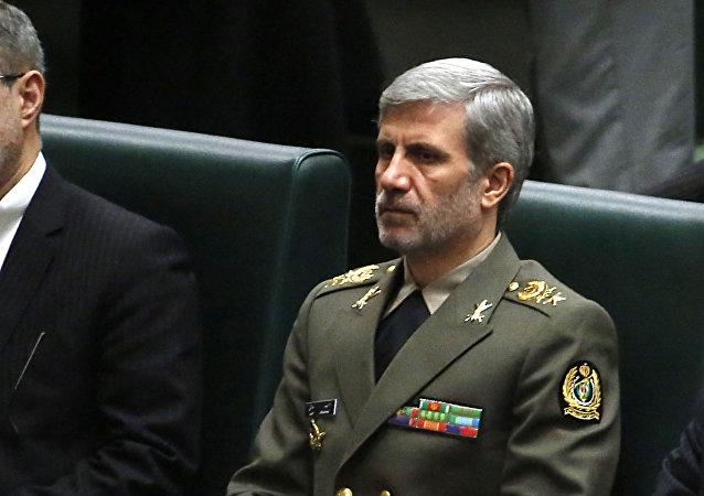 وزير الدفاع الإيراني، العميد أمير حاتمي