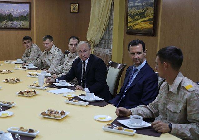الرئيس فلاديمير بوتين والرئيس السوري بشار الأسد في القاعدة حميميم، سوريا 11 ديسمبر/ كانون الأول 2017