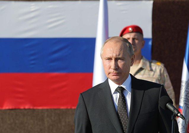 بوتين يصل إلى قاعدة حميميم بسوريا