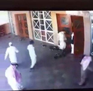 حيلة 3 لصوص لسلب المواطنين في المسجد