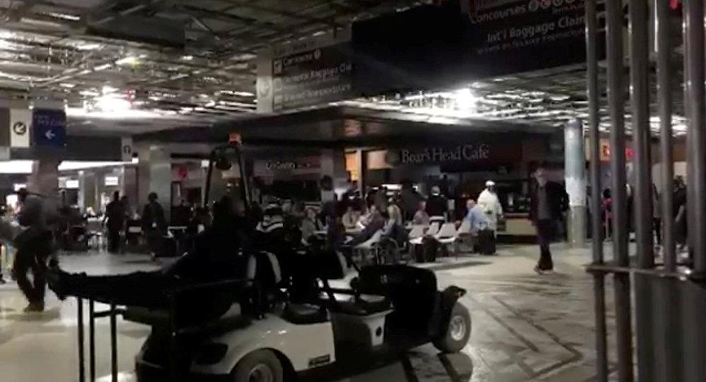 انقطاع الكهرباء في مطار أتلانتا بالولايات المتحدة (فيديو+صور)